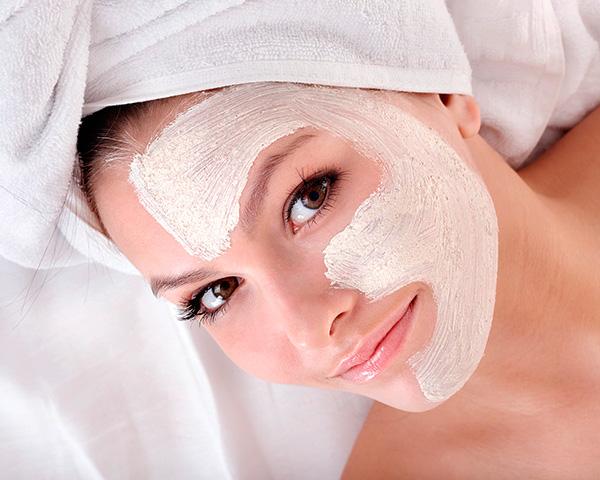 Перед тем как тестировать свои собственные рецепты масок для лица, полезно сперва испытать базовые рецептуры.