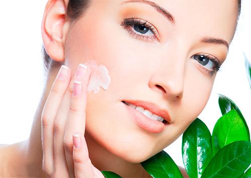 С кремами и лосьонами в кожу попадают лишь малые количества витамина Е