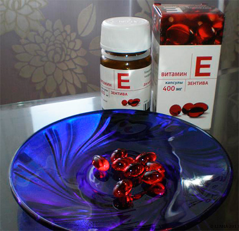 Капсулы с витамином нужно глотать, не разжевывая, и запивать большим количеством воды.